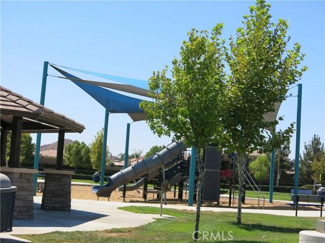 29587 Barefoot Circle, Menifee CA: http://media.crmls.org/medias/54677005-1584-4ae7-92f8-eb8f210eb4e4.jpg