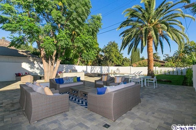 Additional photo for property listing at 914 E Valencia Avenue 914 E Valencia Avenue Burbank, California 91501 United States