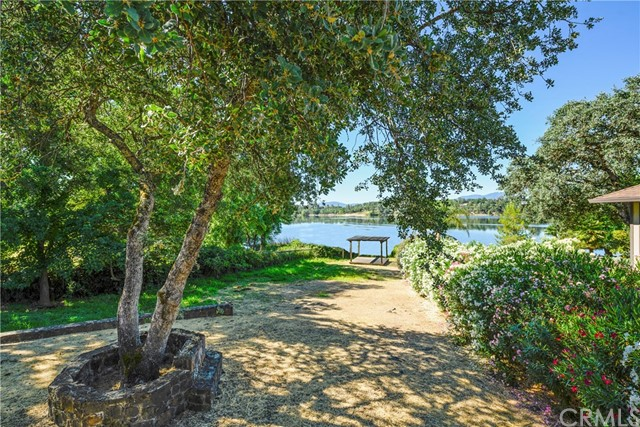 18563 North Shore Drive, Hidden Valley Lake CA: http://media.crmls.org/medias/55490b0a-172b-4494-b748-2ebabe2a3c9c.jpg
