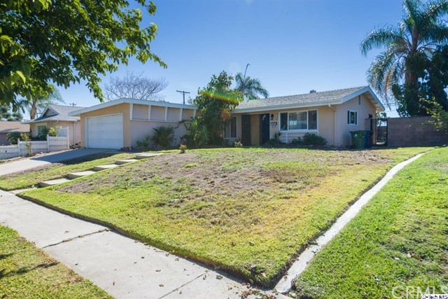 16446 Armstead Street, Granada Hills CA: http://media.crmls.org/medias/555798c1-838e-40b3-bb34-5faa7ae97258.jpg