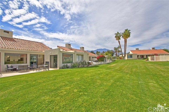 34868 Mission Hills Drive, Rancho Mirage CA: http://media.crmls.org/medias/557b5638-9173-4d87-89e2-e1ee6a75f123.jpg