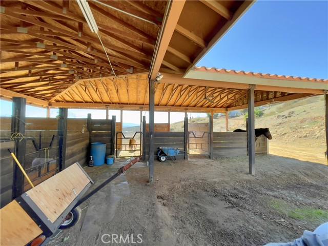 33800 Black Mountain Road, Temecula CA: http://media.crmls.org/medias/557d18ca-10e9-4033-a946-6d69c23f9968.jpg