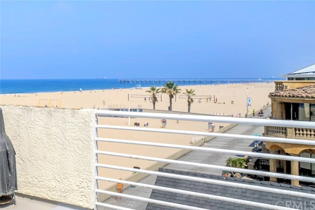 Additional photo for property listing at 72 The Strand 5 72 The Strand 5 Hermosa Beach, California,90254 Hoa Kỳ