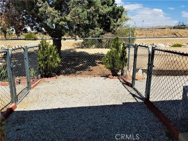 7501 Palm, Yucca Valley CA: http://media.crmls.org/medias/559dc544-12b3-4ee3-8560-27481ca8374b.jpg