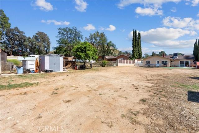 219 8th street, Norco CA: http://media.crmls.org/medias/55b2d2c4-bd9a-4b9d-99ef-c44077891e9f.jpg