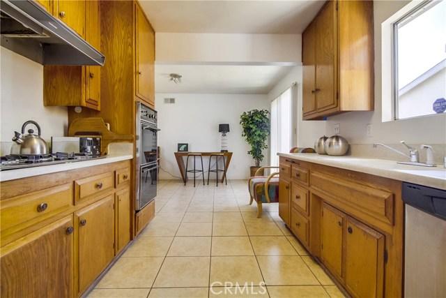 9009 Oneida Avenue, Sun Valley CA: http://media.crmls.org/medias/55cf1c9d-e440-486b-b6b1-52f2bb4397d3.jpg