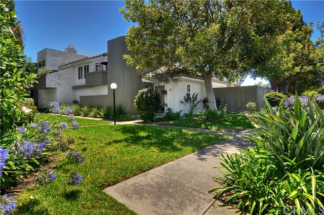 2336 Elden Avenue Unit A Costa Mesa, CA 92627 - MLS #: OC18178255