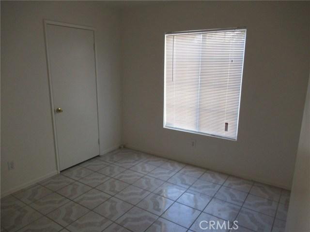 14671 Kelly Street, Adelanto CA: http://media.crmls.org/medias/55ea35fd-f301-4471-956a-5ff30d5ec019.jpg