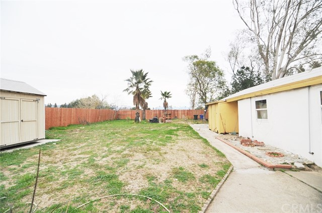 8181 Citrus Avenue, Fontana CA: http://media.crmls.org/medias/560f0724-bc50-4887-ab42-a85df5089950.jpg