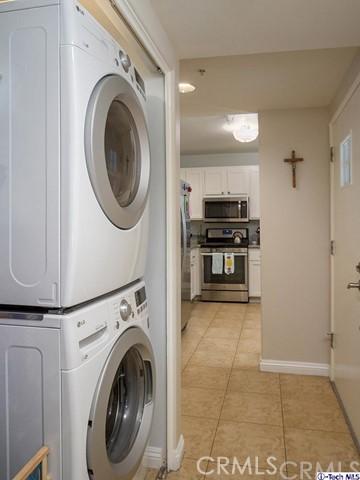 10629 Woodbridge Street, Toluca Lake CA: http://media.crmls.org/medias/56182783-720d-4762-ab82-ce15f894649b.jpg