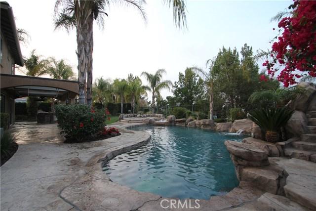 1481 Sunshine Circle, Corona CA: http://media.crmls.org/medias/561bd9b0-e4a7-4c64-9c44-e6b5be25d9f9.jpg