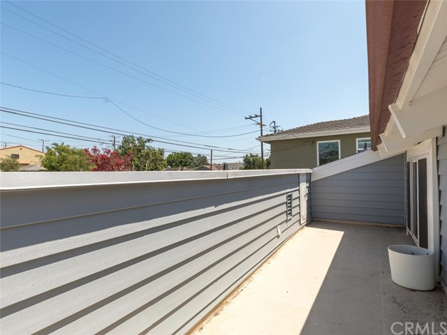 811 Virginia Street, El Segundo CA: http://media.crmls.org/medias/56285bea-1f4a-4bf1-a0eb-2c1e10d933a1.jpg