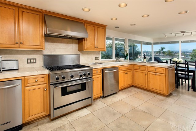 1734 Santiago Drive, Newport Beach CA: http://media.crmls.org/medias/563b0b35-e589-4306-ba41-dcd88c6eab61.jpg