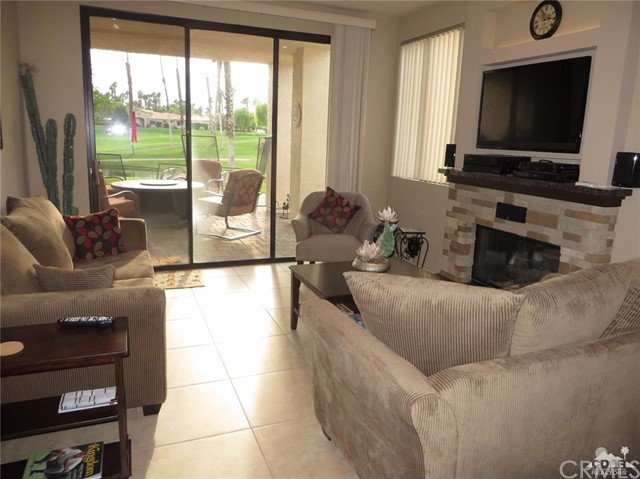 38477 Nasturtium Way, Palm Desert CA: http://media.crmls.org/medias/5656fd02-0ed4-4fec-b5f6-f533dac16dd3.jpg