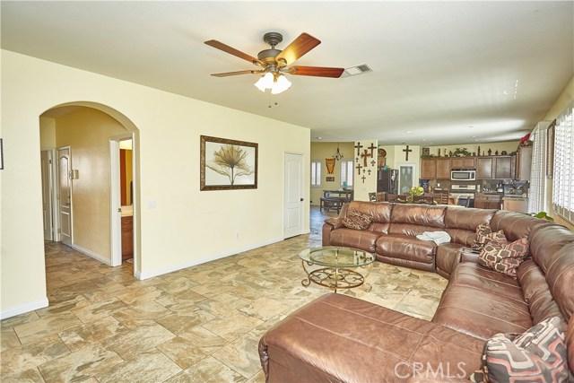 14955 Corlita Street, Victorville CA: http://media.crmls.org/medias/565b407a-0435-4340-b147-9eafff4c096e.jpg