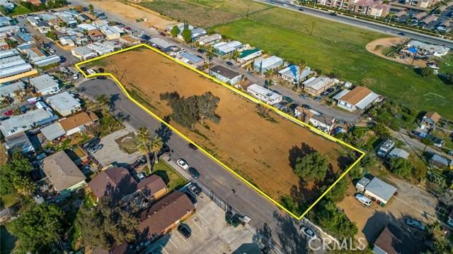 13200 Barbara Street, Moreno Valley CA: http://media.crmls.org/medias/567cfec1-e944-4ee1-8cbf-458af21f8a19.jpg