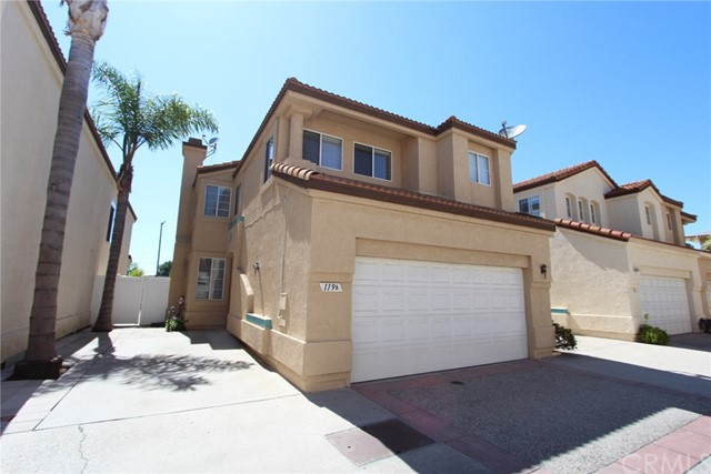 Casa Unifamiliar por un Venta en 119 E 220th Street Carson, California 90745 Estados Unidos