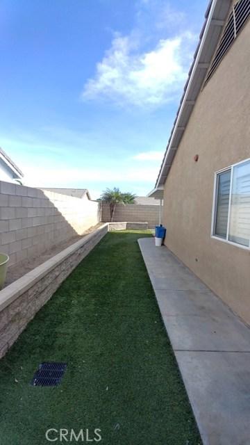 15409 Caroline Street, Fontana CA: http://media.crmls.org/medias/569425a3-e310-4d3d-84ae-0a6079c028a0.jpg