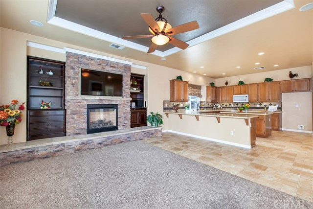41712 Hollister Lane, Murrieta CA: http://media.crmls.org/medias/56b25dec-9c21-4fe3-b5c5-0f781af3f4f2.jpg