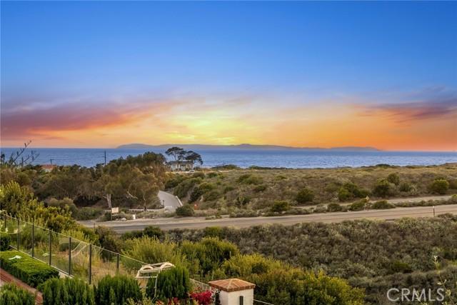 26 Sandy Cove, Newport Coast CA: http://media.crmls.org/medias/56d6d136-977c-45c3-bbee-be0f2530d6da.jpg