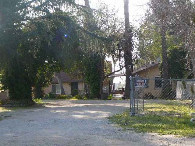 13000 Holmes Street, Yucaipa CA: http://media.crmls.org/medias/56e4f1fb-4d42-4e7e-a180-3de09bb1b2fc.jpg