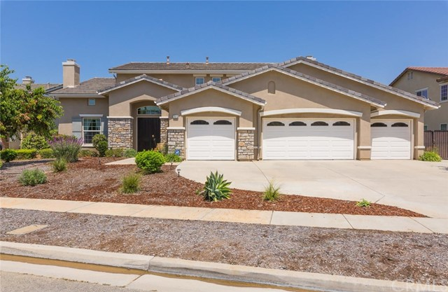 One of Corona Homes for Sale at 1615  Via Roma Circle, 92881