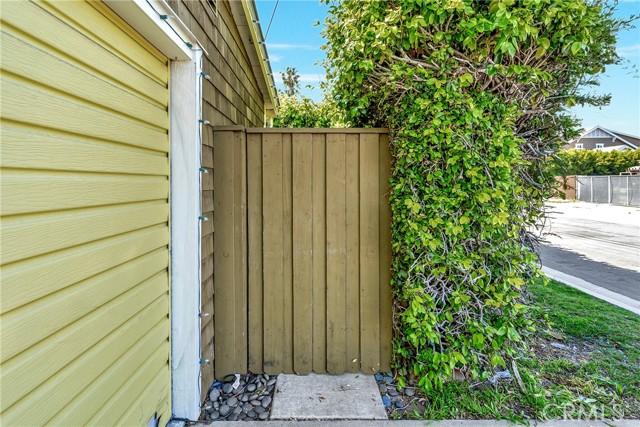 2133 Orange, Costa Mesa CA: http://media.crmls.org/medias/56eb1193-fba1-4518-90f8-8873034847ca.jpg