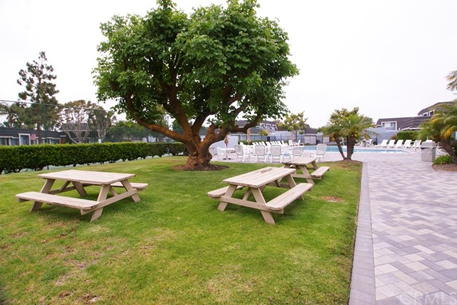 21205 Sailors Bay Lane, Huntington Beach CA: http://media.crmls.org/medias/56f190c4-e001-47d6-bad3-005e3ad69921.jpg
