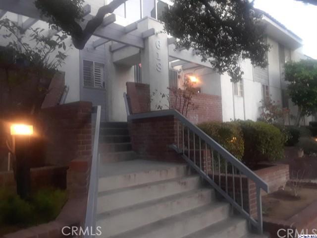 618 N Howard Street, Glendale CA: http://media.crmls.org/medias/56fe9ae8-c11d-4587-bcfb-d3be9cef6cd6.jpg