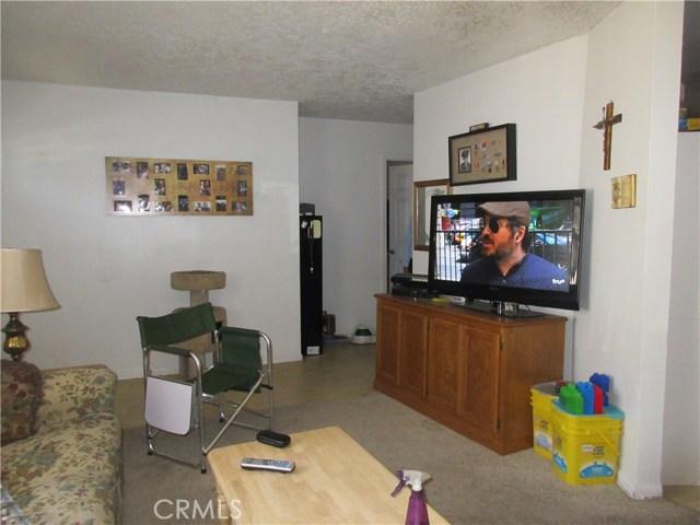 21895 Cherokee Avenue, Apple Valley CA: http://media.crmls.org/medias/570631ae-1443-4d35-be60-941080020d83.jpg