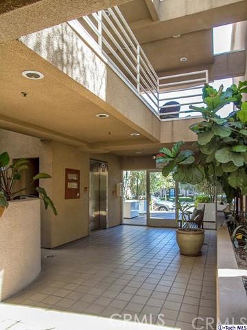 10629 Woodbridge Street, Toluca Lake CA: http://media.crmls.org/medias/5707725e-10ed-4d74-964e-25438bfc973f.jpg