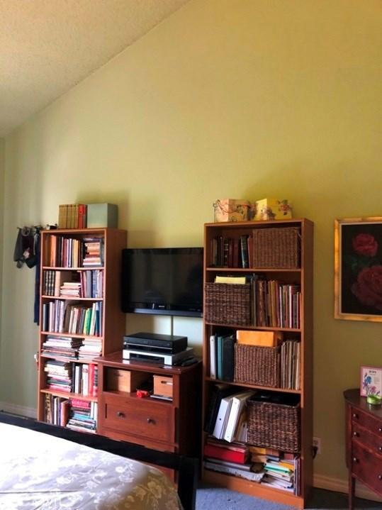 4314 Apricot Drive, Irvine CA: http://media.crmls.org/medias/57110af1-2b59-4ea5-a20e-286c52215ca0.jpg