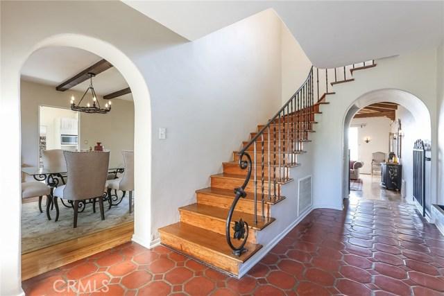 1661 La Cresta Drive, Pasadena CA: http://media.crmls.org/medias/5718aef1-8b3d-4517-b67e-7e5e331a9ff6.jpg