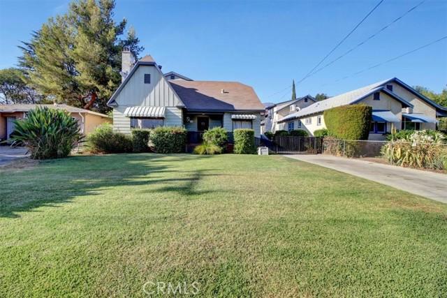 607 Royce Street, Altadena CA: http://media.crmls.org/medias/5720c86f-a80f-49d9-ad97-c7f84e3cc0ff.jpg