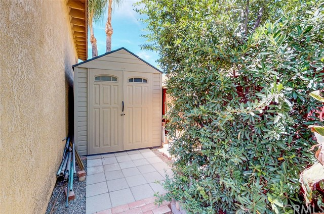 2190 Cordillera Avenue, Colton CA: http://media.crmls.org/medias/5722d149-07d9-4ba0-aa01-b564c881231c.jpg
