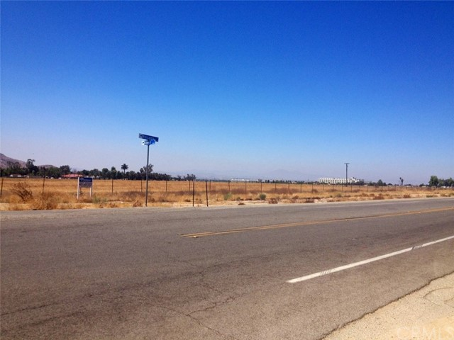 Additional photo for property listing at 14101 Oliver Street  Moreno Valley, California 92555 United States