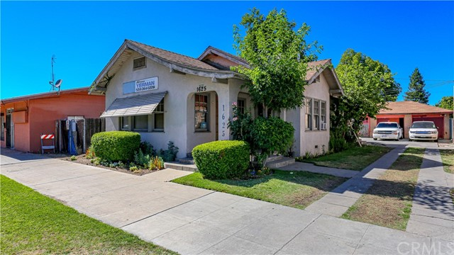 1625 E Olive Avenue, Fresno CA: http://media.crmls.org/medias/5729deec-3564-47c8-999d-5c5ee01b91d0.jpg