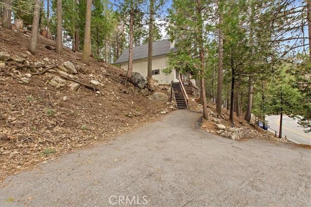 875 Brentwood Drive, Lake Arrowhead CA: http://media.crmls.org/medias/5734abee-c1b3-48f8-bad1-c420fce89e90.jpg