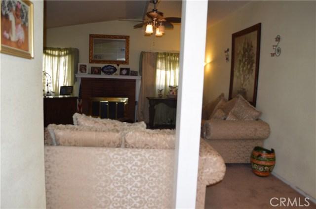 25474 Gentian Avenue, Moreno Valley CA: http://media.crmls.org/medias/575d6d6b-3c30-4689-804d-860eefa49917.jpg