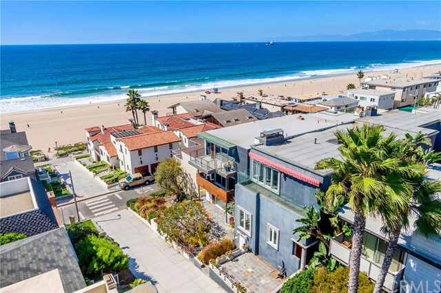 Detail Gallery Image 1 of 33 For 121 35th St, Manhattan Beach, CA 90266 - 4 Beds | 4 Baths