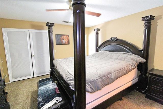 13385 Alta Vista Drive, Victorville CA: http://media.crmls.org/medias/577180ef-c720-4cbc-ad5e-dd53b18c2b71.jpg