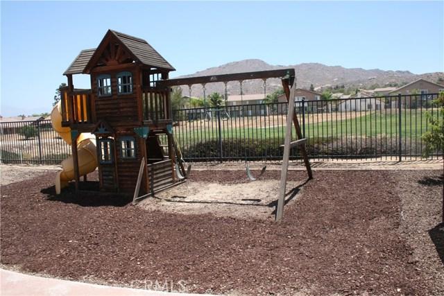 15210 Legendary Drive, Moreno Valley CA: http://media.crmls.org/medias/57756c2f-5dd6-4fa0-9370-202311fd3c83.jpg