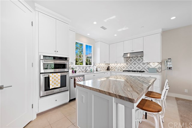 190 Villa Ridge, Irvine CA: http://media.crmls.org/medias/577939b0-2d17-4abe-80d5-33740c6ab889.jpg