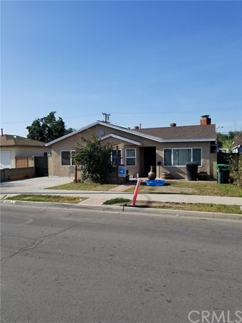 10911 Oak Street, Stanton CA: http://media.crmls.org/medias/577aaf3d-fbfe-4ca5-adec-03399323c70a.jpg