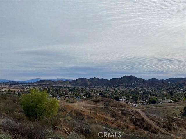 23557 Badger Creek Lane, Menifee CA: http://media.crmls.org/medias/577d6405-0643-4001-8e7a-9410cdab388d.jpg