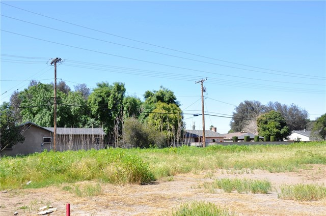 5695 Arlington Avenue, Riverside, CA 00000