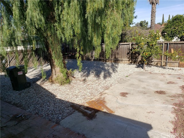 8662 Sharp Avenue, Sun Valley CA: http://media.crmls.org/medias/57e45582-1e26-4a8b-ad50-5f4568b280ab.jpg