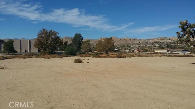 57794 Twentynine Palms, Yucca Valley CA: http://media.crmls.org/medias/58111ec6-39f4-40a9-95b8-d00c103504dc.jpg
