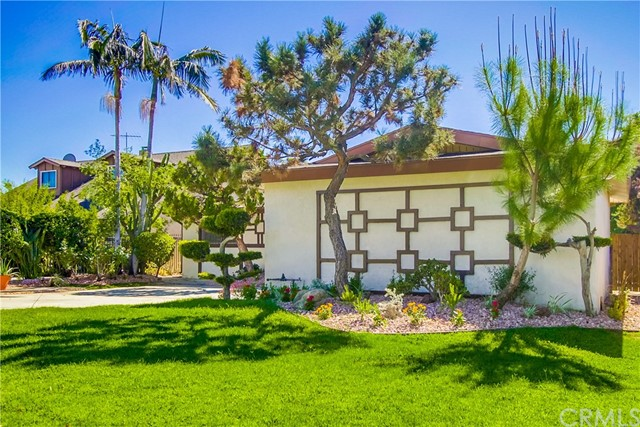 9009 Oneida Avenue, Sun Valley CA: http://media.crmls.org/medias/5814a345-f2d4-442b-996a-34b23d2e00db.jpg