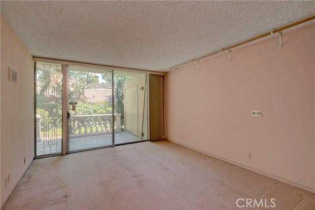 1420 El Mirador Avenue, Long Beach CA: http://media.crmls.org/medias/5833391c-5e90-4be0-9f58-379da06e0adc.jpg